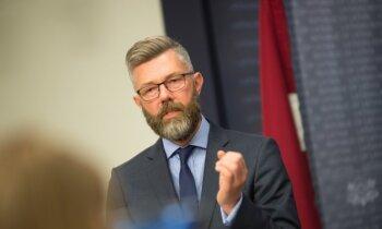 Par Staiceles bāzes prokūristu oficiāli apstiprina VID vadītāja amatā netikušo Skujiņu