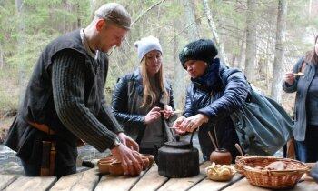 Igaunija: Nakts pastaiga lāču mežā, pienaglota līdaka pusdienās un roņi, kurus vilina ar mūziku