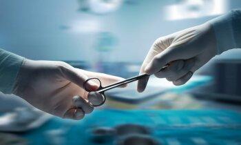 Īpaši sarežģītā operācijā vīrieša aknas atbrīvo no plašas lenteņu invāzijas