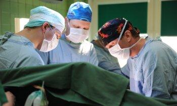 Ķirurģija 'caur atslēgas caurumu': Latvijā pirmā laparoskopiskā operācija kuņģa vēža pacientam