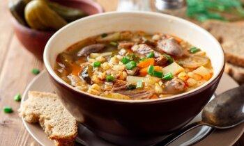 Sātīgas grūbu zupas, kas sasildīs drēgnajās rudens dienās: 13 garšīgas receptes