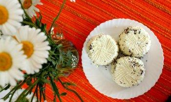 'Tasty' apgūst: latviskā svaigpiena siera gatavošana soli pa solim