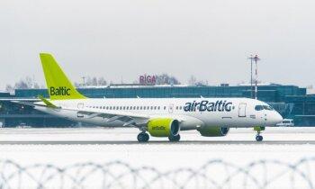 Foto: Ilgi gaidītā pasaulē pirmā 'Bombardier CS300' lidmašīna ierodas Rīgā