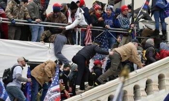 Protestētāji padzīti no Kapitolija ēkas; Kongresa deputāti gatavojas turpināt darbu. Teksta tiešraides arhīvs