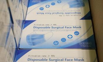 Miljons Singapūras firmai: Latvija pērk zemas kvalitātes maskas, mediķiem tās neder