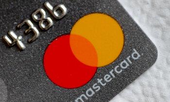 'Visa' un 'Mastercard' Lielbritānijā apsūdz pārmērīgu komisijas maksu iekasēšanā