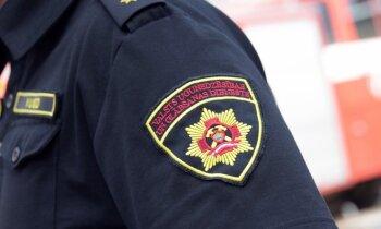 Aizdomās par kukuļošanu IDB aiztur septiņas personas; tostarp četrus ugunsdzēsējus