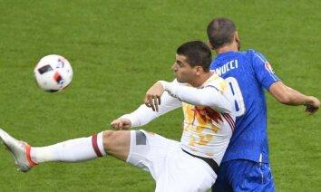 Itālija gāž no troņa divkārtējo Eiropas čempioni Spāniju