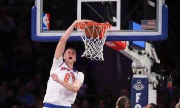 Porziņģim 'double-double' un četri bloķēti metieni 'Knicks' uzvarā pār 'Kings'