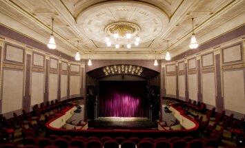 Liepājas teātra jauno sezonu atklās ar Dž.Dž.Džilindžera izrādi 'Divi kaili vīrieši'