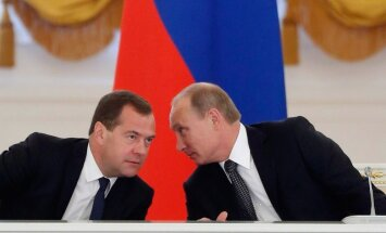 Путин урезал себе, генпрокурору и Медведеву зарплату на 10 процентов