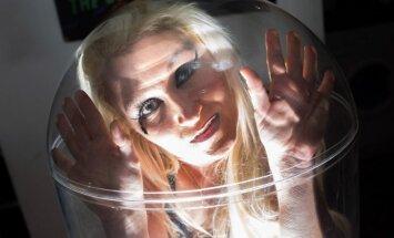 Foto: Sieviete burkā – lunkanā Stefānija