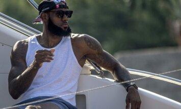 ESPN: Džeimss izvēlas sev komandas biedrus Losandželosas 'Lakers'