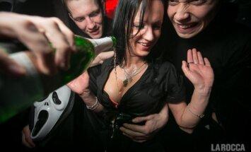 'La Roccā' dāmu krūtis mirkst šampanieša šaltīs