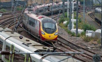 Skaļš Bībeles lasītājs izraisa paniku vilcienā Londonā