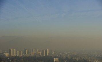 Lielā piesārņojuma dēļ Čīles galvaspilsētā uz 'Copa Americana' turnīra laiku slēgtas 800 rūpnīcas