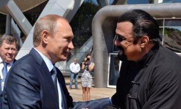 Голливудский актер Стивен Сигал получил гражданство России