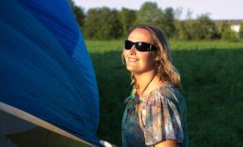 Gaisā neviens vēl nav palicis! Visjaunākā gaisa balona pilote Latvijā – Ieva Šķēle
