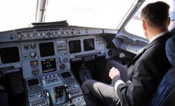 'airBaltic' un 'Wizz Air' ievieš jaunas prasības - pilota kabīnē visu laiku jāatrodas diviem cilvēkiem