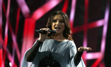 ВИДЕО: София Ротару на концерте в Киеве упала на пианиста