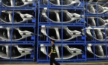 'Volkswagen' Ukrainas krīzes dēļ uz desmit dienām aptur ražošanu Krievijā