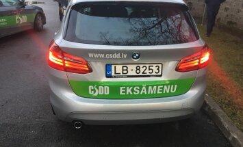 ФОТО: CSDD арендовала пять экзаменационных BMW, которые могут сами тормозить