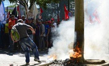 Madrides lidostā uzkopšanas darbinieku streika dēļ krājas atkritumi