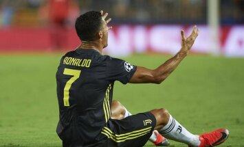 Ronaldu debija Čempionu līgā 'Juventus' kreklā beidzas ar sarkano kartīti