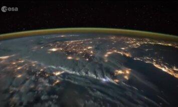 Video: No kosmosa nofilmēta iespaidīga zibeņošana uz Zemes