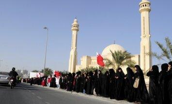 Tūkstošiem šiītu protestētāju izveido dzīvo ķēdi ap Bahreinas galvaspilsētu