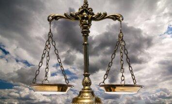 'Daimler' lietā apsūdzētais Krastiņš tiesā atzīst vainu