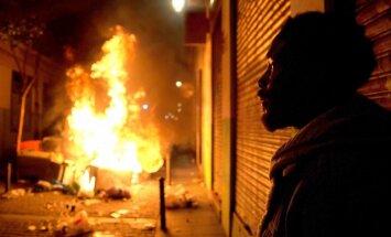 Foto: Ielu tirgoņa nāves dēļ Madridē sarīkots ugunīgs grautiņš