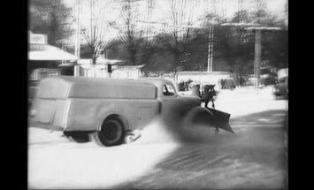 Arhīva video: Kā 1955. gadā Rīgas ielas attīrīja no sniega