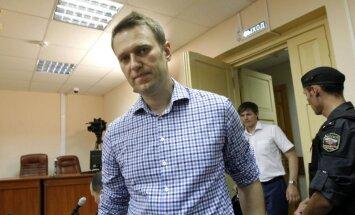 Putina kritiķim Navaļnijam piespriesti pieci gadi ieslodzījumā