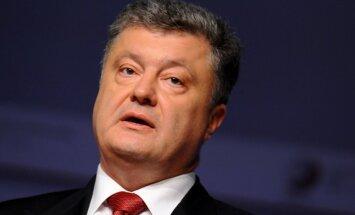 Porošenko aicina Krieviju nekavējoties pārtraukt agresiju Donbasā