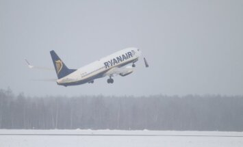 Arodbiedrība: lai samazinātu degvielas patēriņu,'Ryanair' psiholoģiski ietekmē pilotus