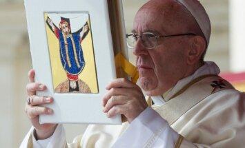Вейонис улетел в Ватикан на переговоры с Папой Римским