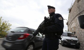Ārlietu ministrija rosina ceļotājiem ārvalstīs ievērot maksimālu piesardzību