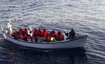 Itālijas ārlietu ministrs piekrīt aizdomām par NVO iesaisti cilvēku tirdzniecībā