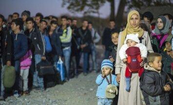 Kozlovskis: Latvija bēgļu krīzes risināšanā piedalīsies solidāri savu resursu robežās