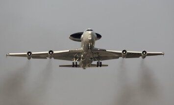 Video: Kā tuvplānā un no iekšpuses izskatās NATO 'debesu acis' AWACS