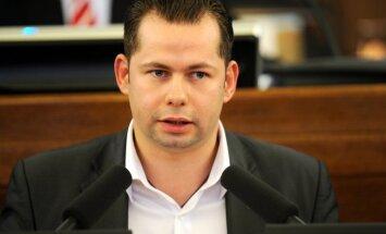 No Krievijas 'par spiegošanu' izraidīts bijušais Saeimas deputāts, vēsta telekanāls (plkst. 15:47)