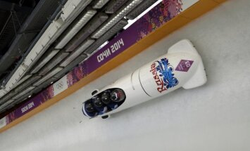 Skandāls Krievijas bobslejā: izlases ārzemju treneriem nemaksā algu