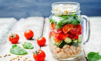Kārtainie pupiņu, gurķu, spinātu un fetas siera salāti