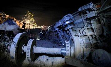 Grieķijā vilciens avarē un ietriecas mājā; trīs bojāgājušie