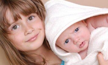 Speciāliste: otra mazuļa ienākšana ģimenē vecākajam bērnam var likt sākt grauzt nagus