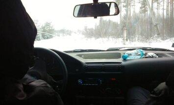 Video: Latgalē puiši ar BMW iedriftē grāvī