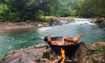 Eksotiska vannošanās džungļos, kur ūdens tiek sildīts ar atklātu liesmu