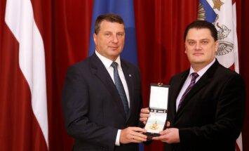 Operas zvaigzne Antoņenko saņēmis Triju zvaigžņu ordeni
