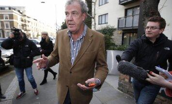 BBC atlaidīs raidījuma 'TopGear' vadītāju Klārksonu, vēsta laikraksts